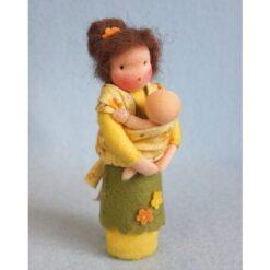 Baby in draagdoek - Atelier Pippilotta