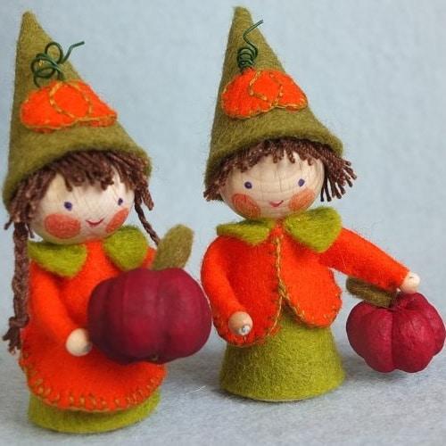 Twee kleine pompoenkabouters - Atelier Pippilotta